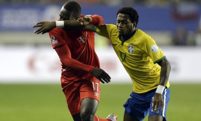 * Bomba: Volante da seleção brasileira na Copa América é pego em antidoping.