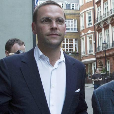 James e Rupert Murdoch: transição Foto: OLIVIA HARRIS / Reuters