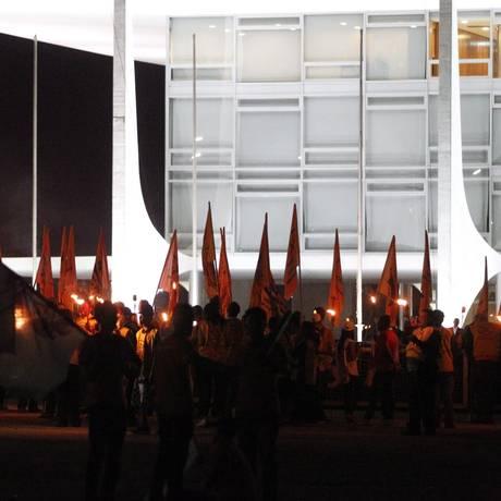Força Sindical faz vigília em frente ao Palácio do Planalto Foto: Givaldo Barbosa / Agência O Globo