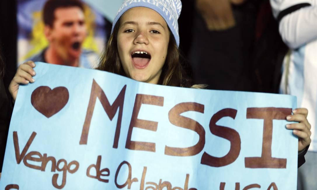 Pequena torcedora saiu de Orlando, nos EUA, até o Chile para ver Messi Ricardo Mazalan / AP