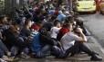 Cerca de 200 pessoas invadiram e depredaram a sede do Sindicato dos Comerciários, no Centro