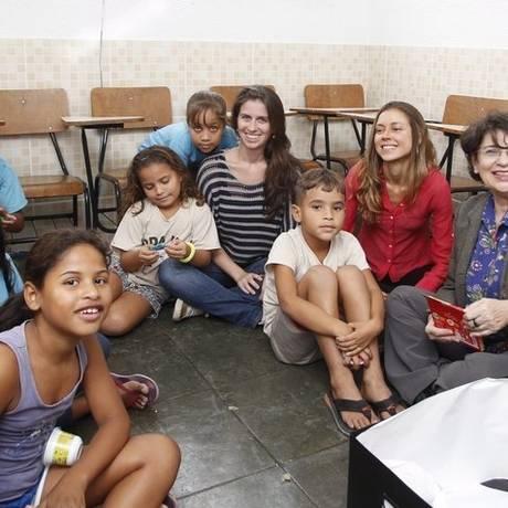 No divã. Psicólogas do projeto atendem crianças na ONG Roda Viva Foto: Eduardo Naddar / Eduardo Naddar