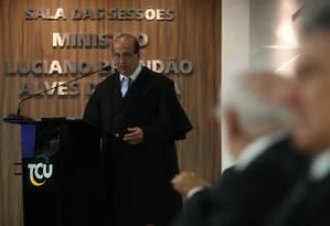 O ministro Augusto Nardes durante a sessão do Tribunal de Contas da União que tratou das contas do governo da presidente Dilma Rousseff em 2014 Foto: André Coelho / O Globo