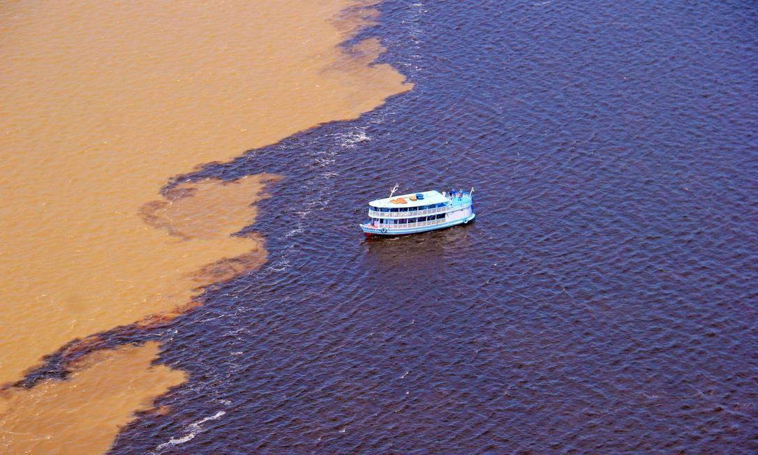 Dois rios: o Negro e o Solimões correndo lado a lado Foto: JPLima Fotografia / Divulgação