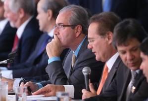 Presidente da Câmara, Eduardo Cunha, ao lado do presidente do Senado, Renan Calheiros Foto: André Coelho / Agência O Globo