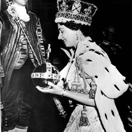 Início de uma era: Elizabeth II toma posse em 1953 Foto: AP