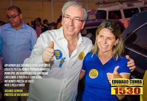 Foto postada no facebook do deputado Eduardo Cunha (PMDB-RJ) em que ele aparece com a prefeita de Rio Bonito, Solange Almeida, na campanha eleitoral de 2014 Foto: REPRODUÇÃO DA INTERNET