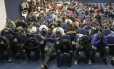 Parte dos 202 presos por destruírem de madrugada as instalações do Sindicato dos Comerciários, no Centro, que ontem teve eleições para a diretoria: o prejuízo foi estimado em cerca de R$ 5 milhões