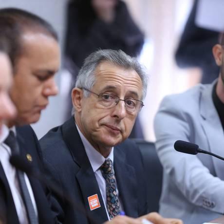 Paulo Roberto Cortez, ex-integrante do Carf, na CPI Foto: Andre Coelho / O Globo