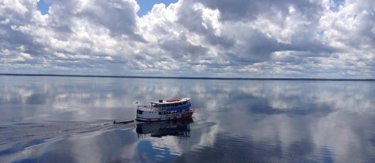 Navegação pelo Rio Negro, na Amazônia Foto: Léa Cristina / Agência O Globo
