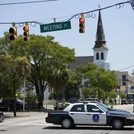 Ataque causou a morte de nove pessoas na Igreja Metodista Episcopal Africana Emanuel, em Charleston, nesta quarta-feira Foto: BRENDAN SMIALOWSKI / AFP