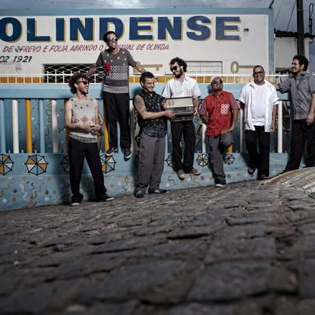 Com oito anos de carreira, a orquestra une as tradições da música Pernanbucana dê olho no futuro Foto: Divulgação / Beto Figueiroa