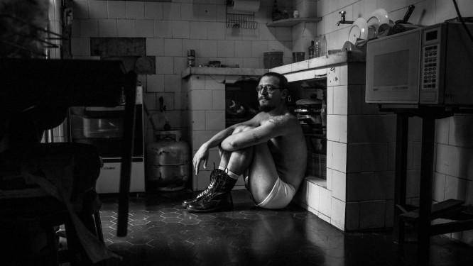 O historiador e professor Rafael Lopes posa para a Flesh Mag Foto: Flesh Mag / Divulgação