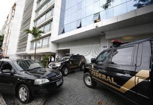 Policiais Federais cumprem mandados de busca e apreensão no prédio da empreiteira Odebrecht em Botafogo Foto: Pablo Jacob / O Globo