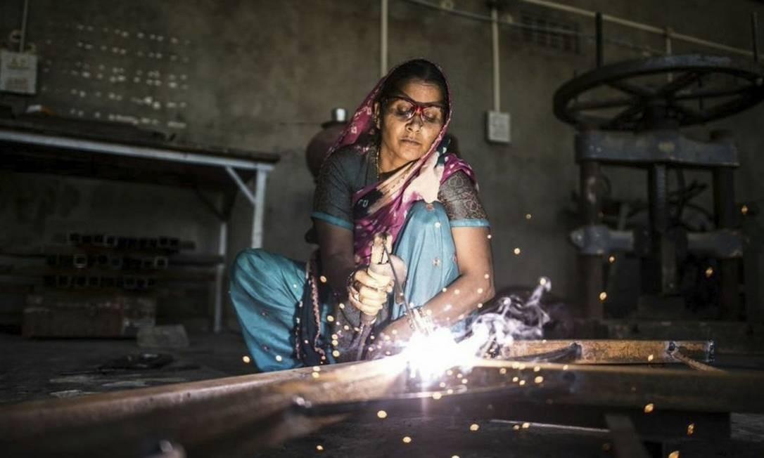 Aluna da Barefoot College: painéis solares já iluminam mais de 1,1 mil vilas em 64 países Foto: Divulgação /
