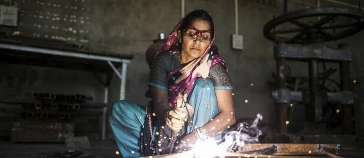 Aluna da Barefoot College: painéis solares já iluminam mais de 1,1 mil vilas em 64 países Foto: Divulgação