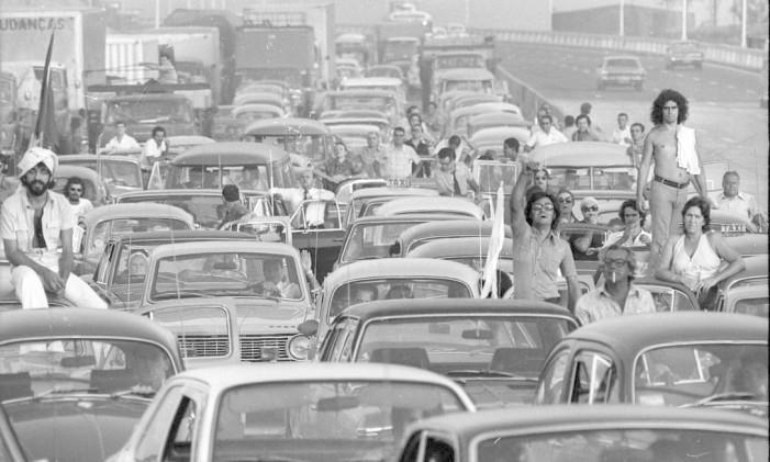 Primeiro dia de tráfego na ponte Foto: Luis Alberto/Arquivo/05-03-1974