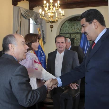 Maduro e Mauro Viera em reunião da Unasul em março Foto: REUTERS
