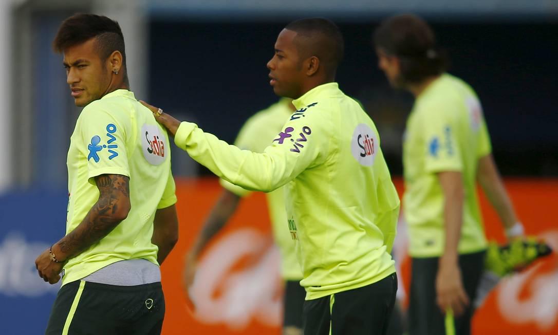 Neymar e Robinho no treino desta sexta em Santiago RICARDO MORAES / REUTERS