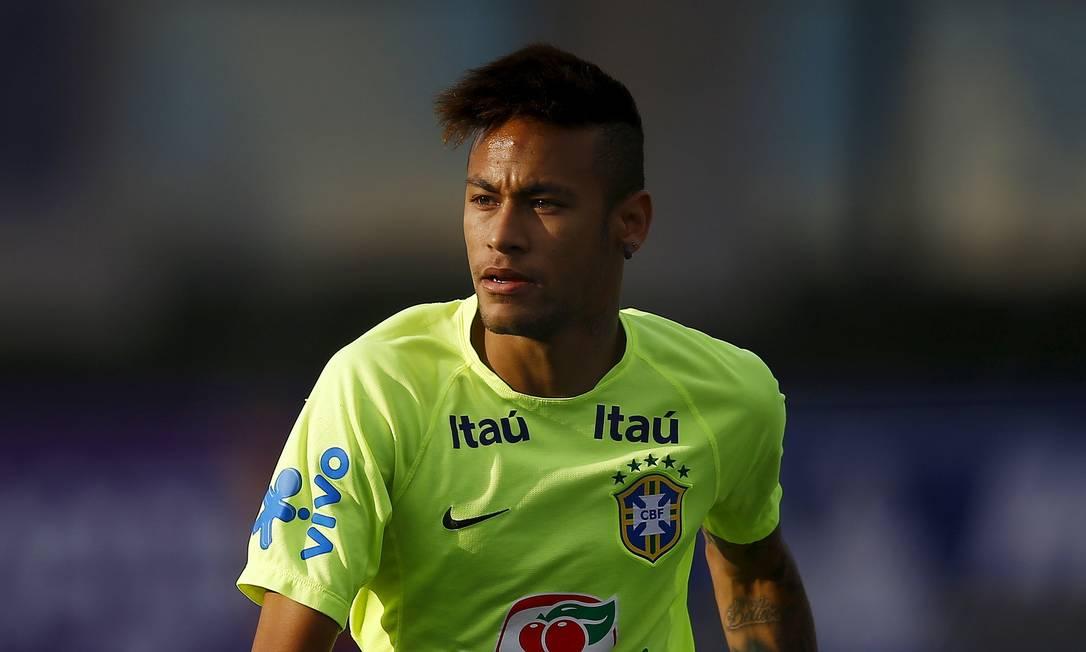 Suspenso, Neymar participou da atividade na capital chilena RICARDO MORAES / REUTERS