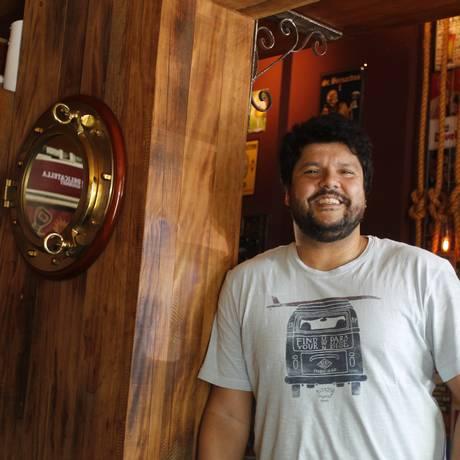 André é frequentador assíduo da Toca da Gambá e das rodas do Candongueiro Foto: Pedro Teixeira / Agência O Globo