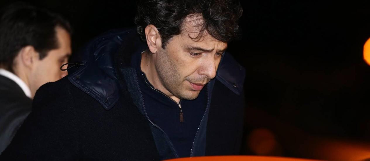 Paulo Roberto Dalmazzo, da Andrade Gutierrez, se entregou na sede da Polícia Federal em Curitiba na noite desta sexta-feira Foto: Geraldo Bubniak / Agência O Globo