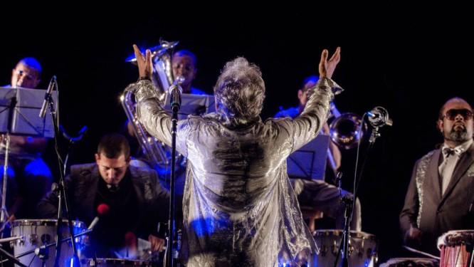 Letieres Leite com a Orkestra Rumpilezz Foto: Fernando Eduardo / Divulgação