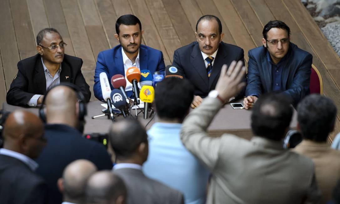 Membros das duas delegações comunicam fracasso nas negociações Foto: FABRICE COFFRINI / AFP
