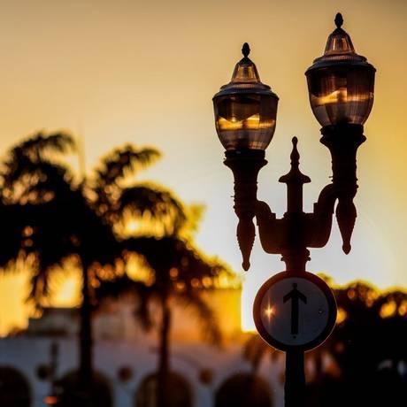 O lampadário de 1905 foi encomenda para a abertura da Mem de Sá, na Lapa Foto: Pedro Kirilos / O Globo