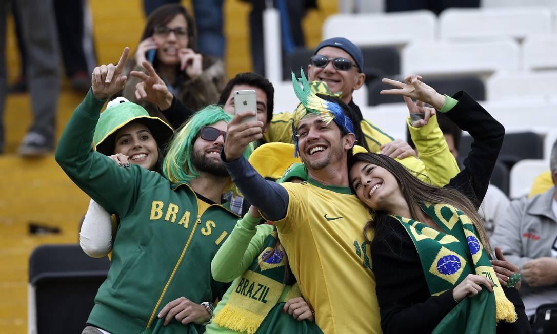 Torcedores da seleção brasileira no Estádio Monumental de Santiago antes de jogo contra a Venezuela pela Copa América Silvia Izquierdo / AP