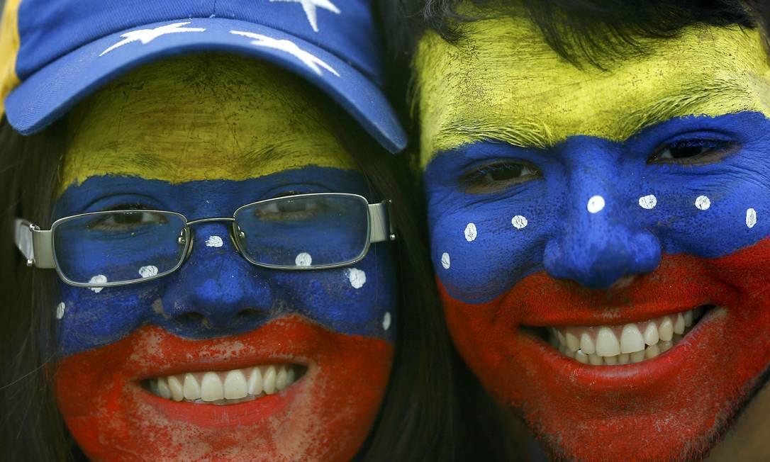 Os venezuelanos marcam presença no Estádio do Colo Colo, o Monumental de Santiago, local do jogo contra o Brasil pelo grupo C da Copa América IVAN ALVARADO / REUTERS