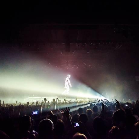 Uma das gigantescas projeções do artista visual Adam Smith no show dos Chemical Brothers, que tocaram hits e músicas novas Foto: Divulgação