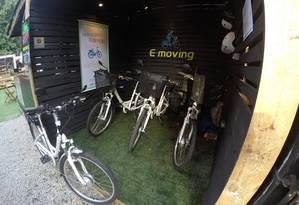 Estação de aluguel de bicicletas elétricas na praça Velorama, Zona Oeste de SP: R$ 13 por hora ou R$ 350 por mês Foto: E-moving / Divulgação