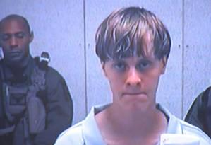 Dylann Roof aparece em vídeo antes de comparecer a tribunal em Charleston Foto: Uncredited / AP