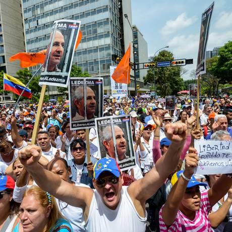 Manifestantes protestam nas ruas de Caracas Foto: FEDERICO PARRA/AFP/20-6-2015