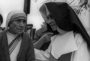 Paz. Madre Teresa de Calcutá (à esquerda), ganhadora do Prêmio Nobel da Paz em 1979, visita Salvador e se encontra com Irmã Dulce Foto: 15/07/1979 / Agência O Globo