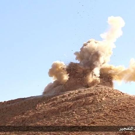 Túmulo do xeque Mohammed Ben Ali é destruído em Palmira, Síria. As imagens foram divulgadas pelo Estado Islâmico Foto: Reprodução da internet