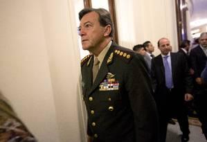 General Cesar Milani fez pedido de aposentadoria alegando questões pessoais. Ele é acusado de envolvimento no desaparecimento de um soldado Foto: Rodrigo Abd / AP