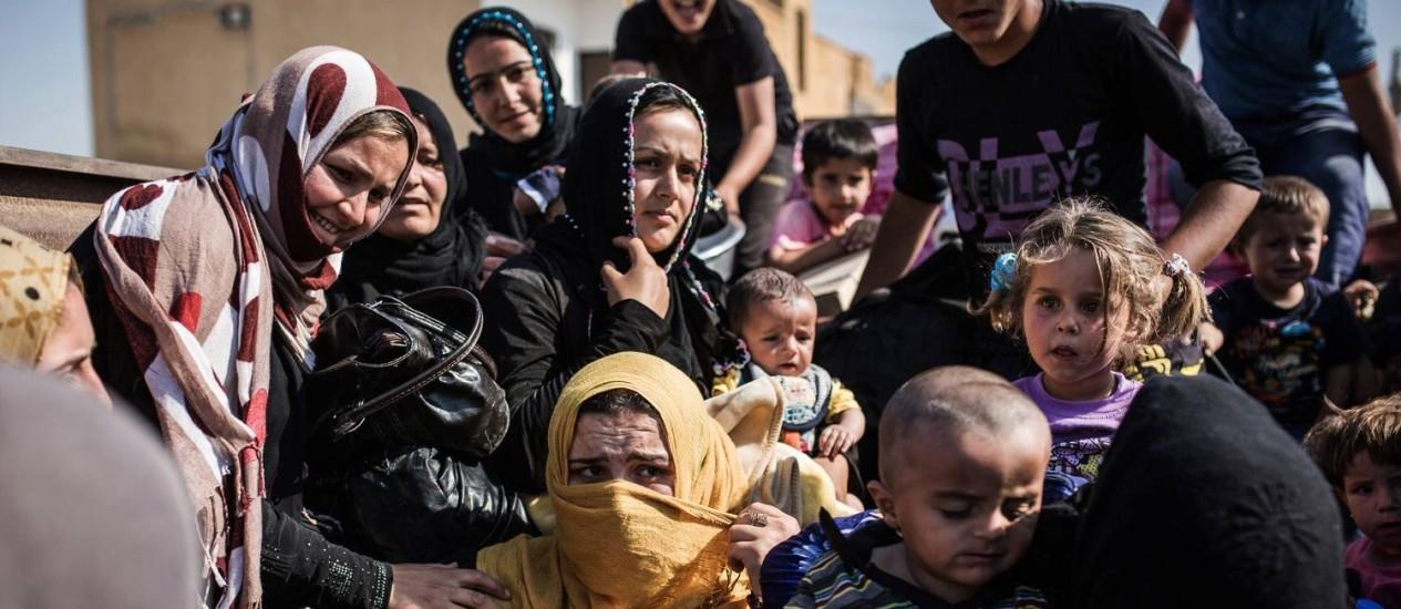 Refugiados de Tal Abyad Foto: UYGAR ONDER SIMSEK/AFP