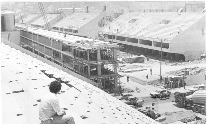 Visão do setor 4 durante a construção do Sambódromo Foto: Anibal Philot / Agência O Globo (06/01/1984)