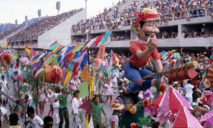 Desfile da Mangueira no carnaval de 1984 Foto: Anibal Philot / Agência O Globo (11/03/1984)