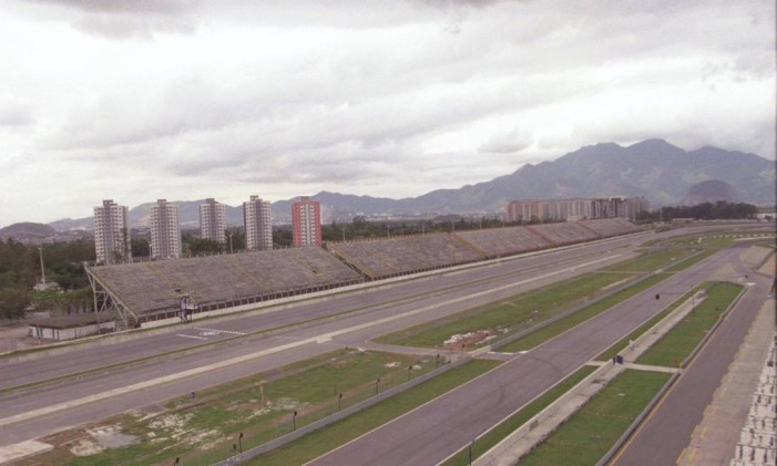 O antigo Autódromo de Jacarepaguá quase foi palco dos desfiles das escolas de samba Foto: Fábio Seixo / Agência O Globo (09/06/1999)