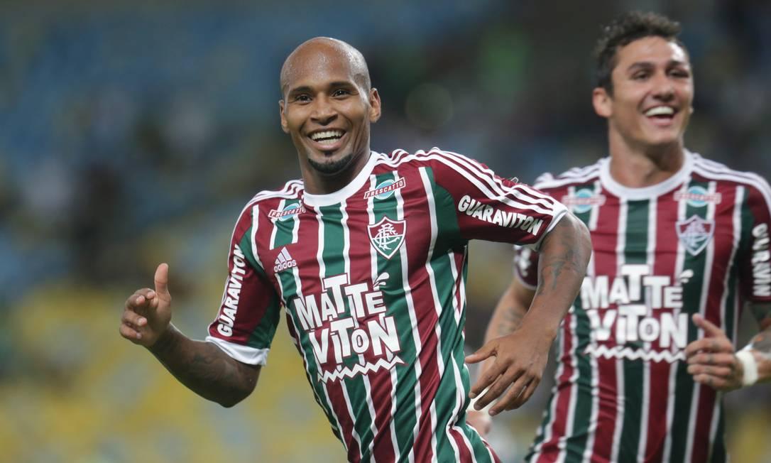 Wellington Silva e Vinicius comemoram o gol que abriu o placar para o Fluminense Marcelo Theobald / Agência O Globo