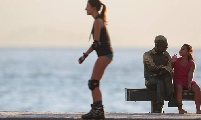 Estátua do poeta Carlos Drummond de Andrade Foto: Pedro Kirilos / Agência O Globo