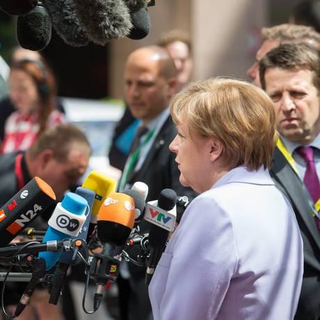 Angela Merkel, chanceler alemã, fala com os jornalistas antes da cúpula da União Europeia em Bruxelas Foto: Jasper Juinen / Bloomberg News