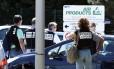 Polícia reforça segurança na entrada da empresa Air Products, após ataque que matou um e deixou dois feridos
