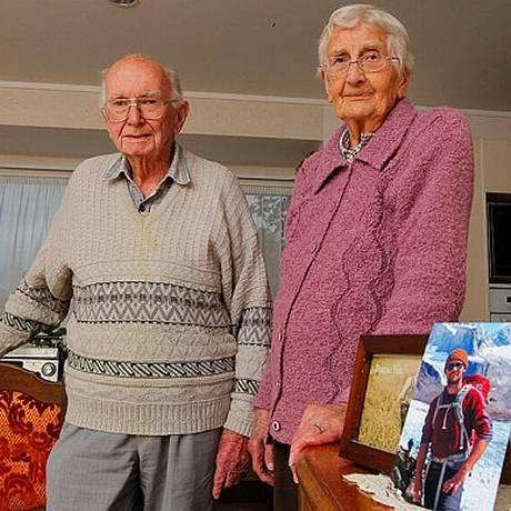 Tanto Joan quanto Hugh eram excelentes jardineiros e jogavam golfe quando mais jovens Foto: Reprodução