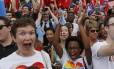 Ativistas e apoiadores da causa gay celebram a aprovação da Suprema Corte ao casamento gay nos Estados Unidos por cinco votos a quatro
