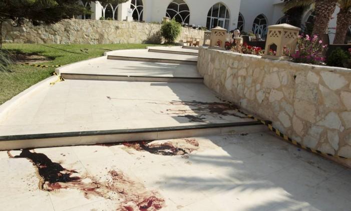 Sangue é visto no Hotel Imperiale Marhaba, em Sousse, Tunísia, após atentado que causou, pelo menos, 37 mortes Foto: ZOUBEIR SOUISSI / REUTERS