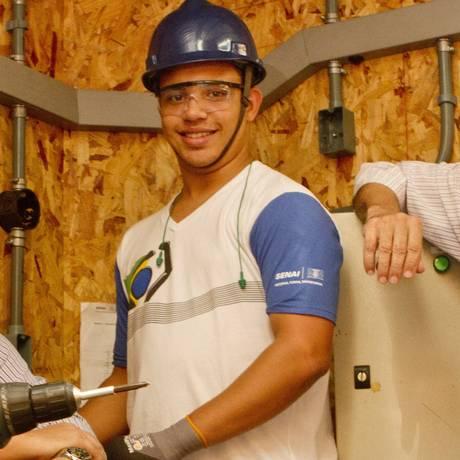 Allan Magalhães, Pablo Dias e Jorge Rezende: trabalho em equipe é o ponto forte do Senai Niterói Foto: BIA GUEDES / Agência O Globo